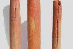 3-Stelen-2004-Terrakotta-mit-Eisenchlorid-H-38-37-u.-30-cm-Durchmesser-5-6-u.-4-cm